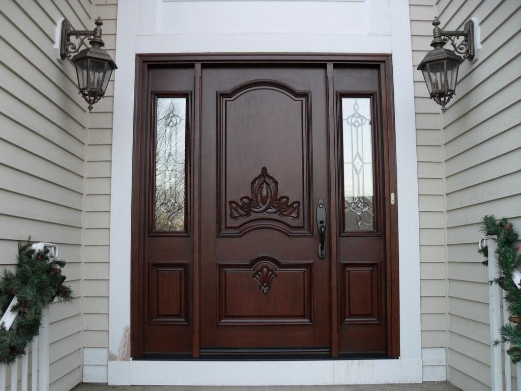 Входная дверь из дерева