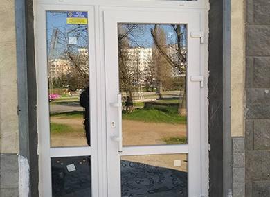 Монтаж металлопластиковых дверей в Днепре