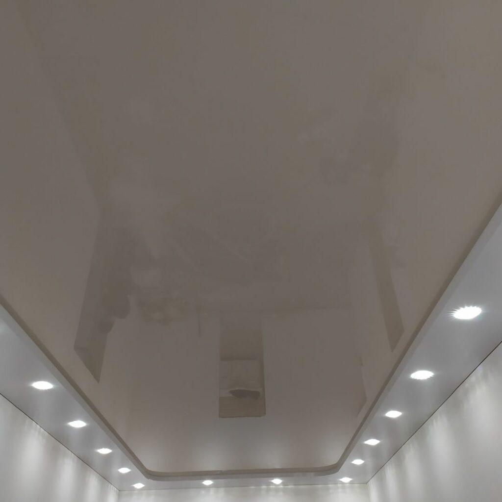 Цена на глянцевый натяжной потолок в Днепре